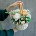 Корзинка с розами и гвоздиками заказать