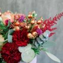Шляпная коробка с розами, хризантемами и гвоздикой заказать