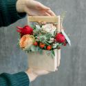 Деревянный ящичек с розами и эрингиумом купить