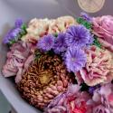 Букет с гвоздиками, хризантемой и розами заказать