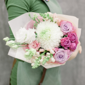 Букет с хризантемой, розами и лизиантусом купить