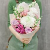 Букет с хризантемой, розами и лизиантусом с доставкой