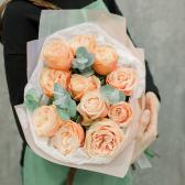 Букет из 11 эквадорских роз и эвкалипта с доставкой
