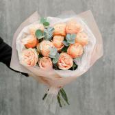 Букет из 11 эквадорских роз и эвкалипта купить