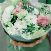 Букет из кустовой хризантемы и лизиантусов купить