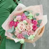 Букет из роз и лизиантусов с доставкой