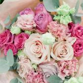 Букет из роз и лизиантусов купить