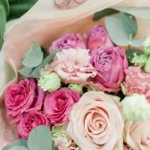 Букет из роз и лизиантусов заказать