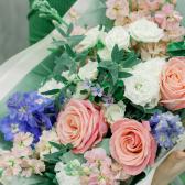 Букет с розами, лизиантусами и гвоздиками купить