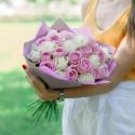 Букет из 25 белых и розовых роз 50см (Россия)