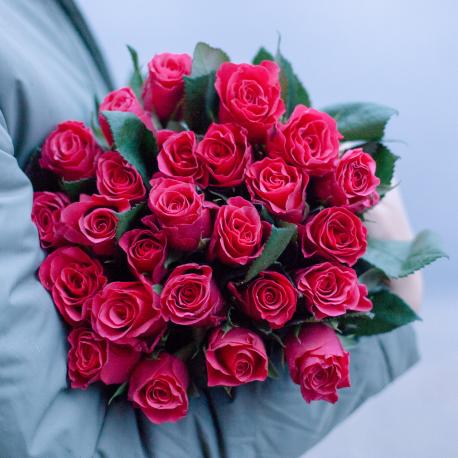 Букет из 25 малиновых кенийских роз