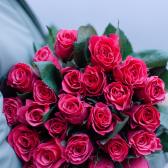 Букет из 25 малиновых кенийских роз заказать