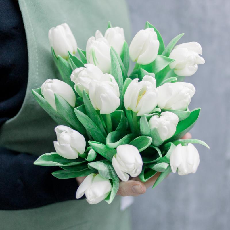 Букет из 15 тюльпанов с доставкой