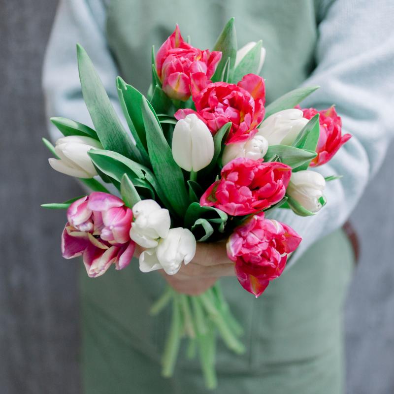 Букет из 15 тюльпанов (нежный микс) с доставкой