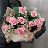 Букет из 9 роз с зеленью (Россия)