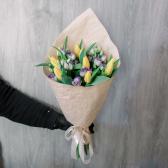 Букет из тюльпанов и лизиантусов заказать
