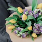Букет из тюльпанов и лизиантусов купить