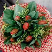 Букет из 9 роз и зелени (Россия) купить
