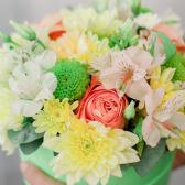 Коробка с розами, хризантемой и альстромерией купить