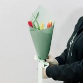 3 тюльпана (яркий микс) в упаковке с доставкой