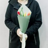 3 тюльпана (яркий микс) в упаковке заказать