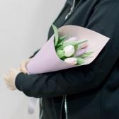 5 тюльпанов в упаковке (нежный микс) купить