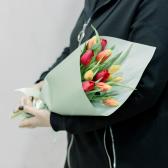 11 тюльпанов в упаковке (яркий микс) купить