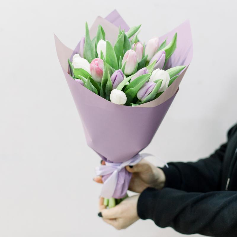 15 тюльпанов в упаковке (нежный микс) с доставкой