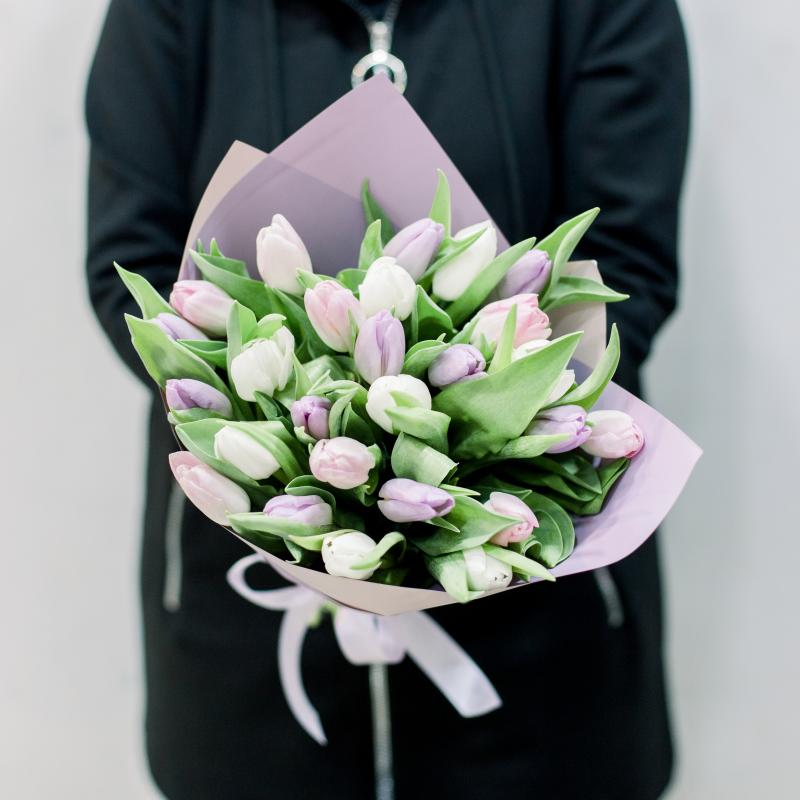 25 тюльпанов в упаковке (нежный микс) с доставкой
