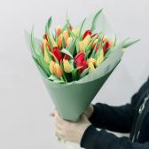 35 тюльпанов в упаковке (яркий микс) с доставкой