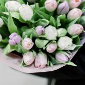 35 тюльпанов в упаковке (нежный микс) заказать