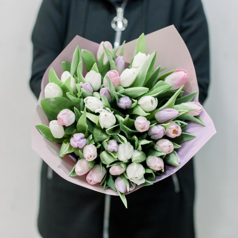 35 тюльпанов в упаковке (нежный микс) с доставкой