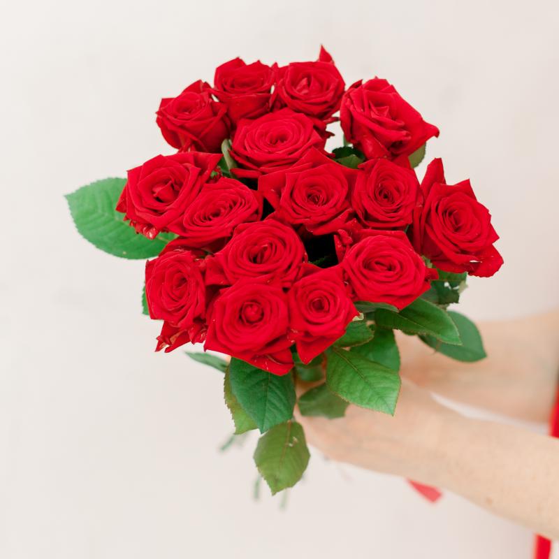Букет из 15 красных роз (Россия) с доставкой