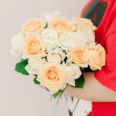 Букет из 15 белых и кремовых роз (Россия) заказать