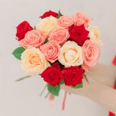 Букет из 15 роз яркий микс (Россия)
