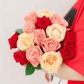 Букет из 15 роз микс (Россия) заказать