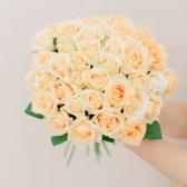 Букет из 35 кремовых роз (Россия) с доставкой