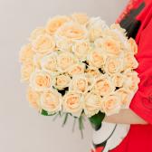 Букет из 35 кремовых роз (Россия) заказать