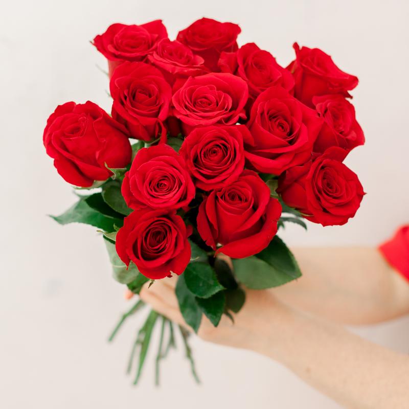 Букет из 15 красных роз (Эквадор) с доставкой