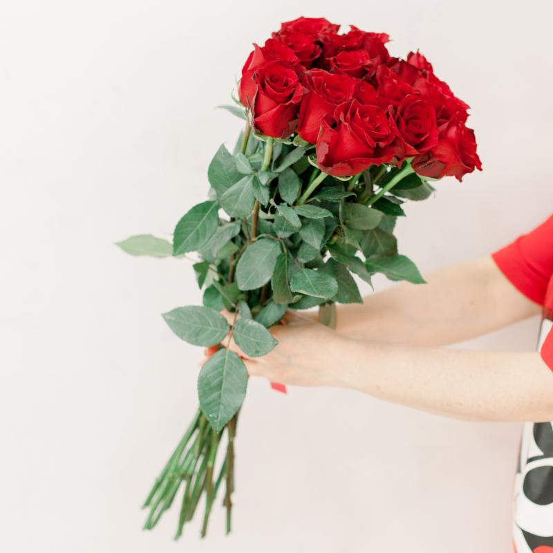 Букет из 15 красных роз 60 см (Эквадор) с доставкой
