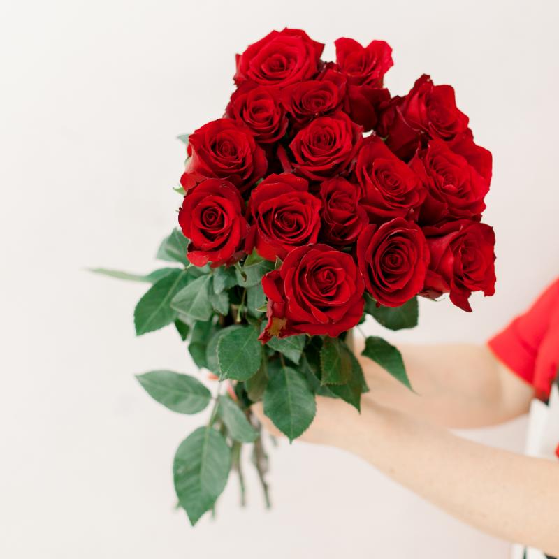 Букет из 15 красных роз 70 см (Эквадор) с доставкой