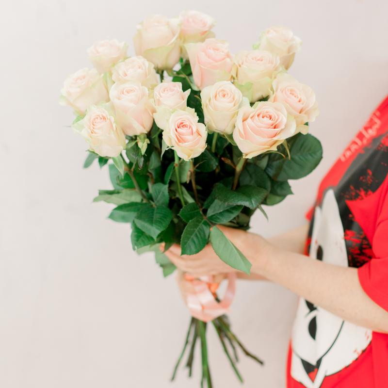 Букет из 15 розовых роз 70 см (Эквадор) с доставкой