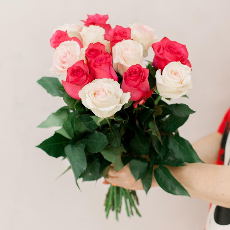 Букет из 15 роз микс (Эквадор) с доставкой