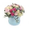 """Букет в шляпной коробке """" Прованс"""" с розами и Ранункулусами"""