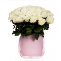 """Букет в шляпной коробке """" 51 белая роза"""" купить"""