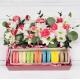 Коробка с цветами и макарони