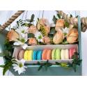 Коробка с макаронами и цветами с доставкой