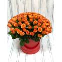 Шляпная коробка из 101 розы (Россия)