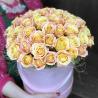Шляпная коробка из 51 розы (Россия)