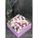 Деревянный ящик с цветами и макарони купить